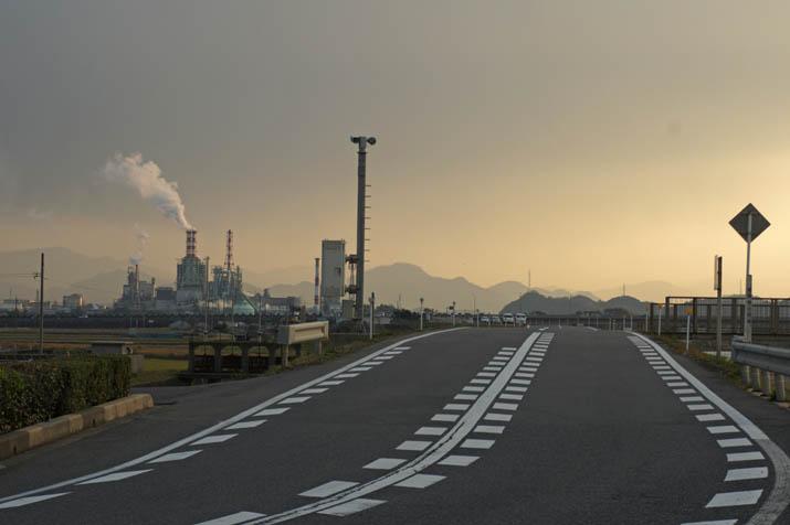 131201 日野川沿いの道路.jpg