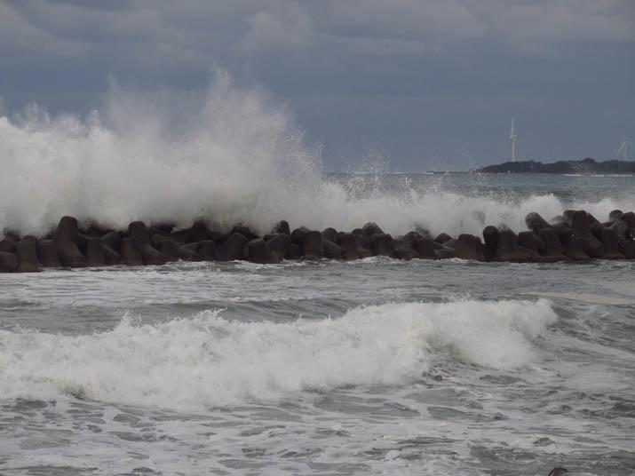 131216 淀江海岸の高い波.jpg