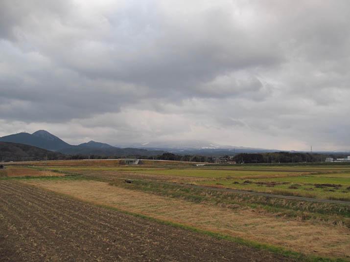 131222 冬の田園と大山.jpg