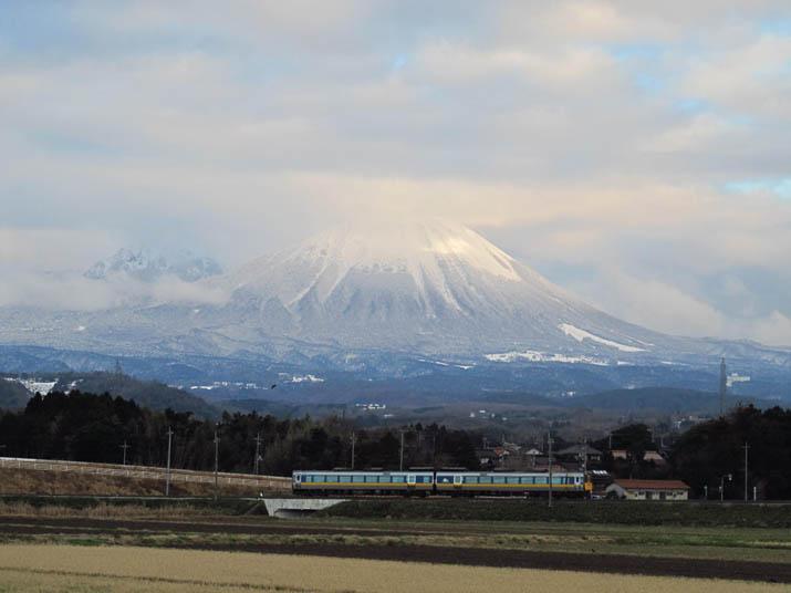 140114 大山と特急列車.jpg