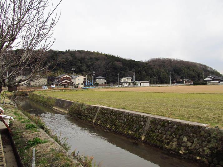 140125 壺瓶山と塩川.jpg