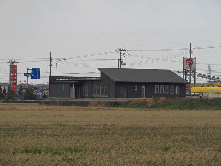 140227 9号線 謎の建物.jpg