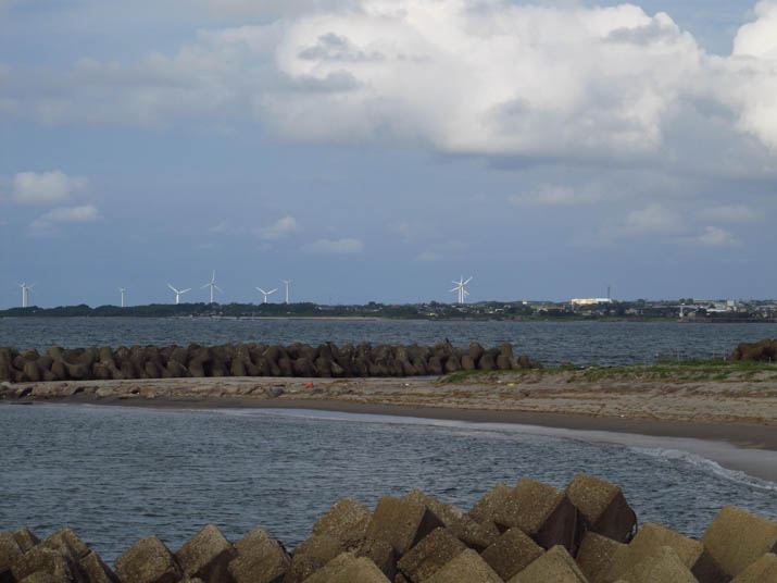 140828 海岸と風車.jpg