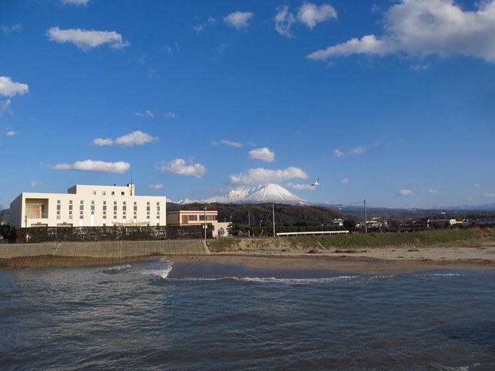150310 淀江の浄水センターと大山.jpg