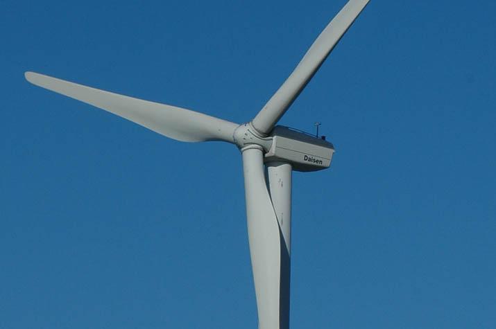 風車の本体と巨大なプロペラ.jpg